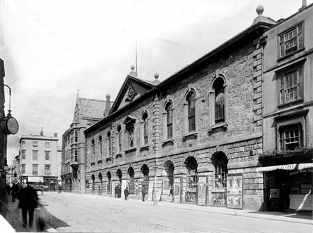Pox0109303-Old Town Hall - Image credit: Www.pictureoxon.org.uk
