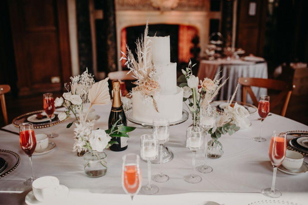 oxford-town-hall-wedding-table-cake